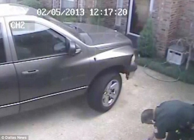 Surveillance cameras capture police rummaging through homeowner's bags …