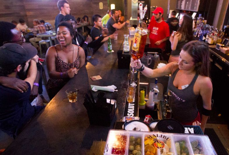 New bars, restaurants give UH campus shot of energy