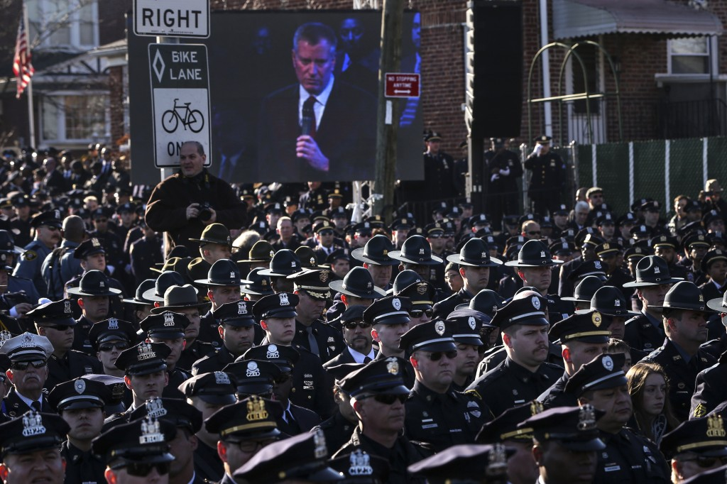 Police union chiefs meet with de Blasio amid tensions