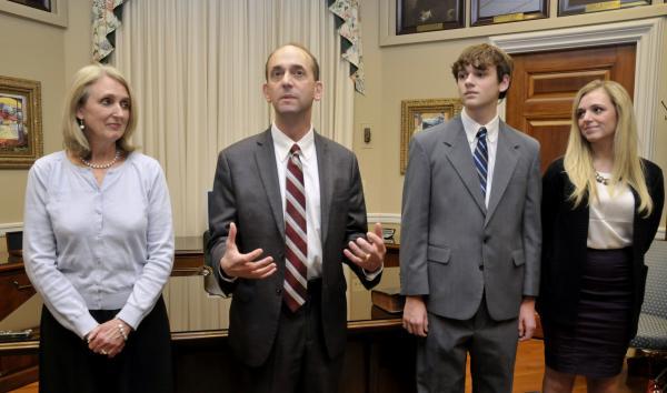 Missouri auditor, gubernatorial candidate Tom Schweich dies in 'apparent …
