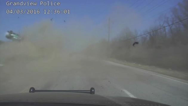 VIDEO: Terrifying rollover crash caught on camera; Missouri officer saves …
