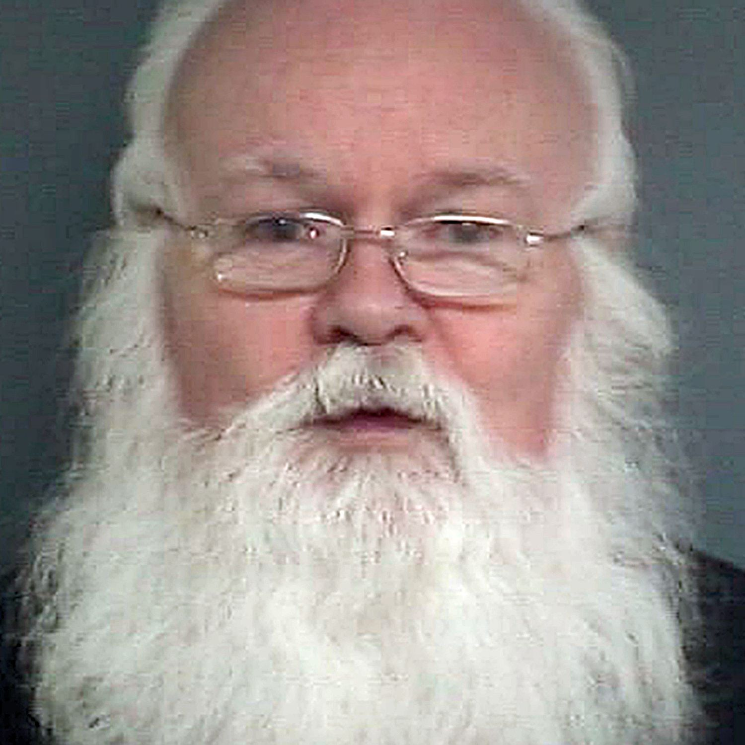 Bearded paedo Lawrence Lewis who looked like Santa jailed after offering girl …