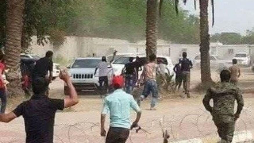 Protesters breach Iraq's 'Green Zone,' demand political reform